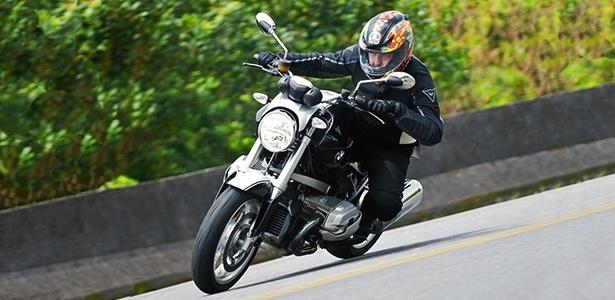 """Grande """"barato"""" da moto é não ser clássica, sem frescura: farol redondo, motor e quadro expostos - Doni Castilho/Infomoto"""