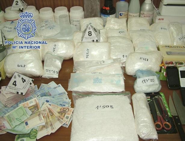 8.mar.2013 - Cinco dominicanos e um italiano foram presos em Barcelona, na Espanha, como membros de um grupo de narcotraficantes que exportava cocaína à Itália, divulgou nesta sexta-feira (8) a polícia espanhola. De acordo com as autoridades locais, o grupo tinha um laboratório móvel para transformar a droga em um dos carros que usavam para fazer o tráfico