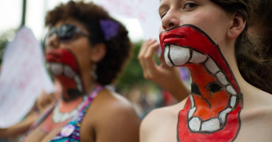 Com pinturas no corpo, mulheres participam de protesto em São Paulo contra a violência no Dia Internacional da Mulher