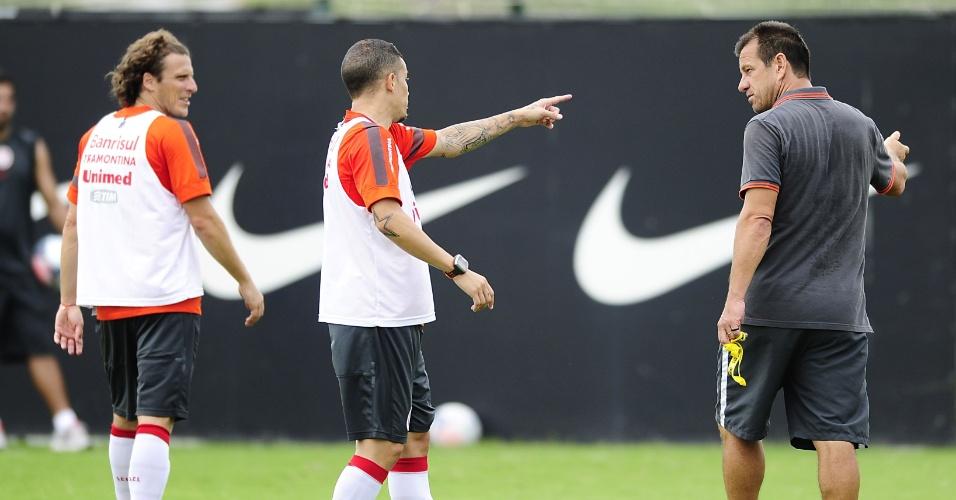 D'Alessandro conversa com Dunga durante treino coletivo do Internacional (08/03/2013)