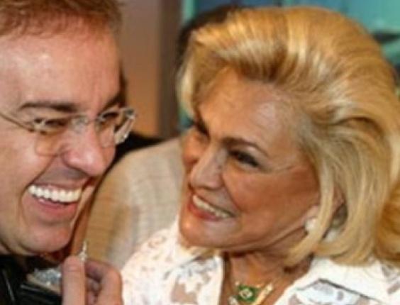 Gugu Liberato com Hebe Camargo em foto postada pelo apresentador em homenagem às mulheres