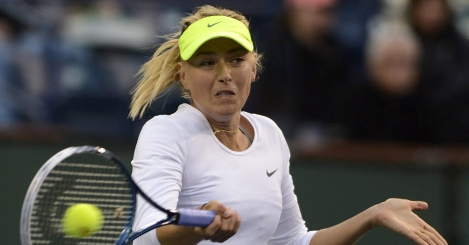 08.mar.2013 - A russa Maria Sharapova surpreendeu ao entrar em quadra em Indian Wells vestindo leggings cinza, por causa do frio no deserto californiano