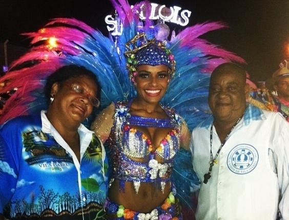 08.mar.2013 - Quitéria Chagas desfila como rainha de bateria da Unidos de Vila Isabel em evento de Carnaval realizado em de San Luis, na Argentina