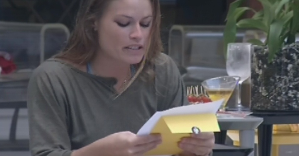 9.mar.2013 - Anjo da semana, Natália recebe carta da mãe