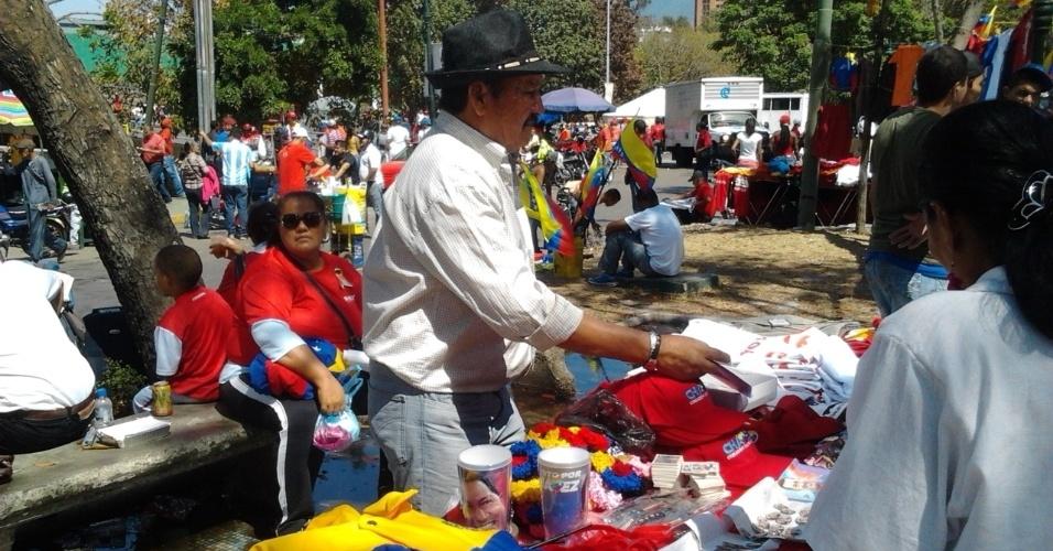 9.mar.2013 - José Moreno, 66, que se diz chavista desde 1992, diz ter de continuar vendendo coisas para manter viva a imagem de Hugo Chávez