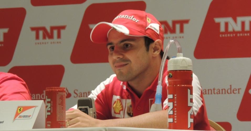 Felipe Massa, piloto brasileiro da Ferrari, conversa com os jornalistas durante entrevista coletiva, neste sábado