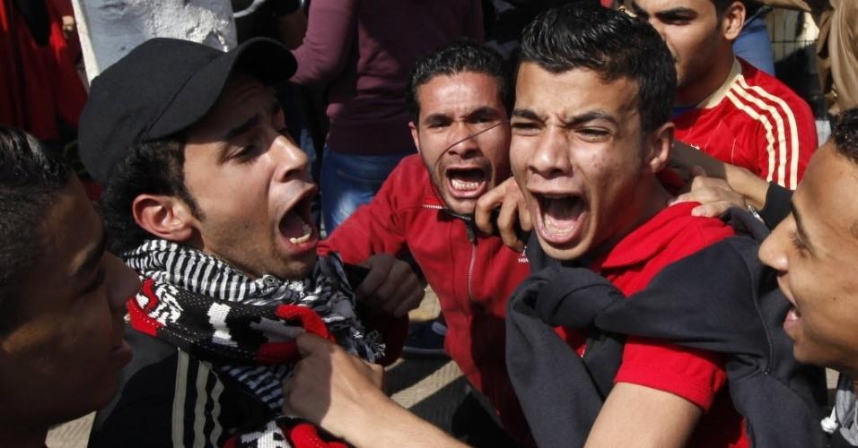 Torcedores do Al-Ahly celebram condenação à morte de torcedores de time rival no Egito