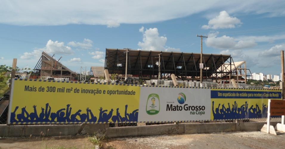09.mar.2013 - A Arena Pantanal chegou ao final de fevereiro com 62% da obra concluída: ritmo de construção terá que ser triplicado para o estádio ser entregue em outubro de 2013