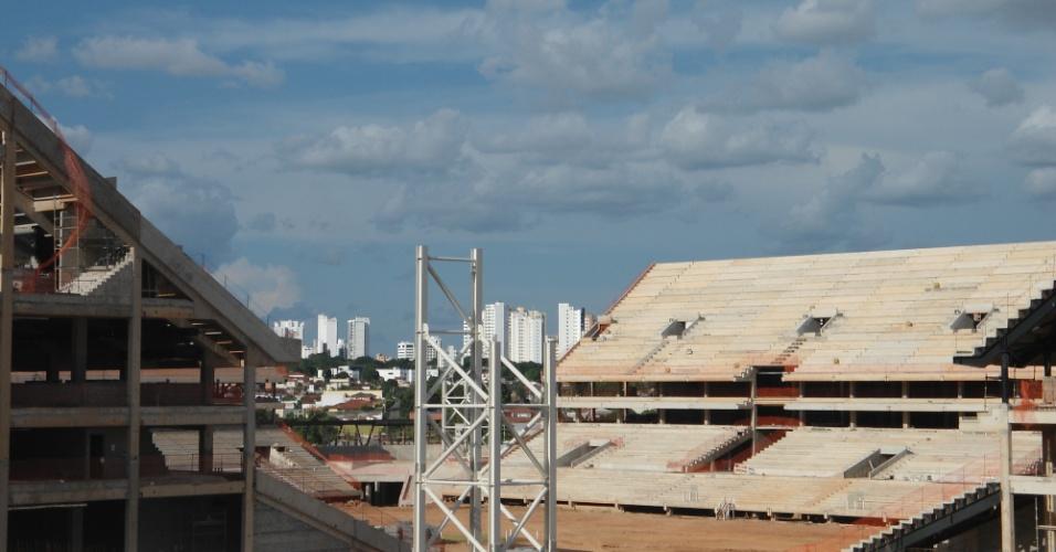 09.mar.2013 - A conclusão da obra do estádio atrasou de dezembro de 2012 para outubro de 2013