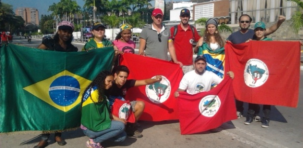 Brasileiros chavistas radicados na Venezuela homenageiam o presidente morto em rua de Caracas e dizem estar otimista quanto ao futuro do chavismo - Carlos Iavelberg/UOL