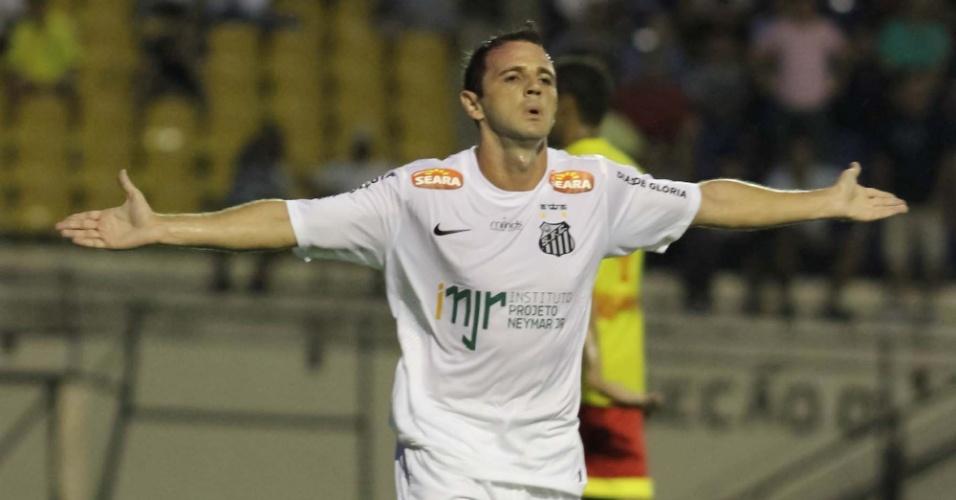 10.mar.2013 - Meia Montillo comemora seu primeiro gol com a camisa do a0ca26738b915
