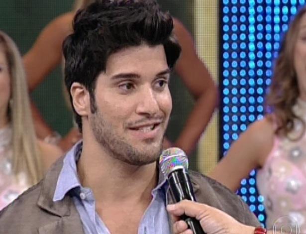 """10.mar.2013 - No """"Domingão do Faustão"""", Marcello nega que tenha tentado separar Fernanda e André"""