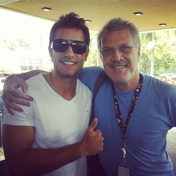 10.mar.2013 - O ex-BBB Eliéser publica uma foto com Pedro Bial no Instagram