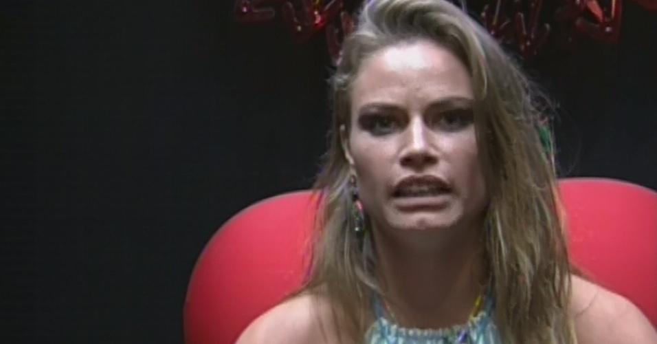 """10.mar.2013 - Natália vota em André no décimo paredão do """"BBB13"""". Ela justificou dizendo que não indicaria nenhuma de suas amigas"""