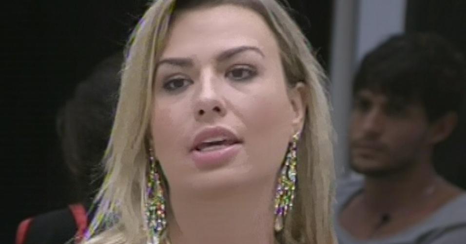 """10.mar.2013 - No décimo paredão do """"BBB13"""", a líder Fernanda indica Nasser. Ela disse que pode ser alvo do vendedor e que ele é um grande rival nas provas de resistência"""
