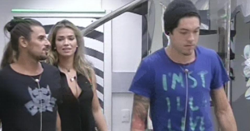"""10.mar.2013 - O argentino Miguel deixa a casa do """"BBB13"""""""