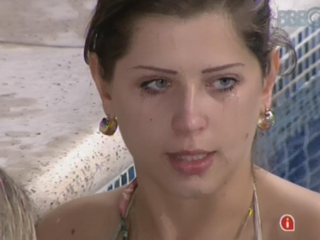 11.mar.2013 - Andressa chora em conversa com fernanda e diz que se sentiu magooada por não ter ouvido um