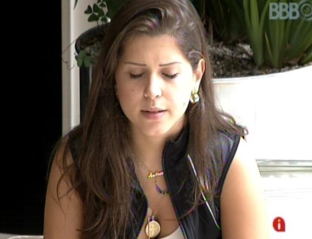11.mar.2013 - Fernanda chama Andressa para conversar e a esteticista diz que votou em Kamilla para evitar um empate e poupar o sofrimento da amiga