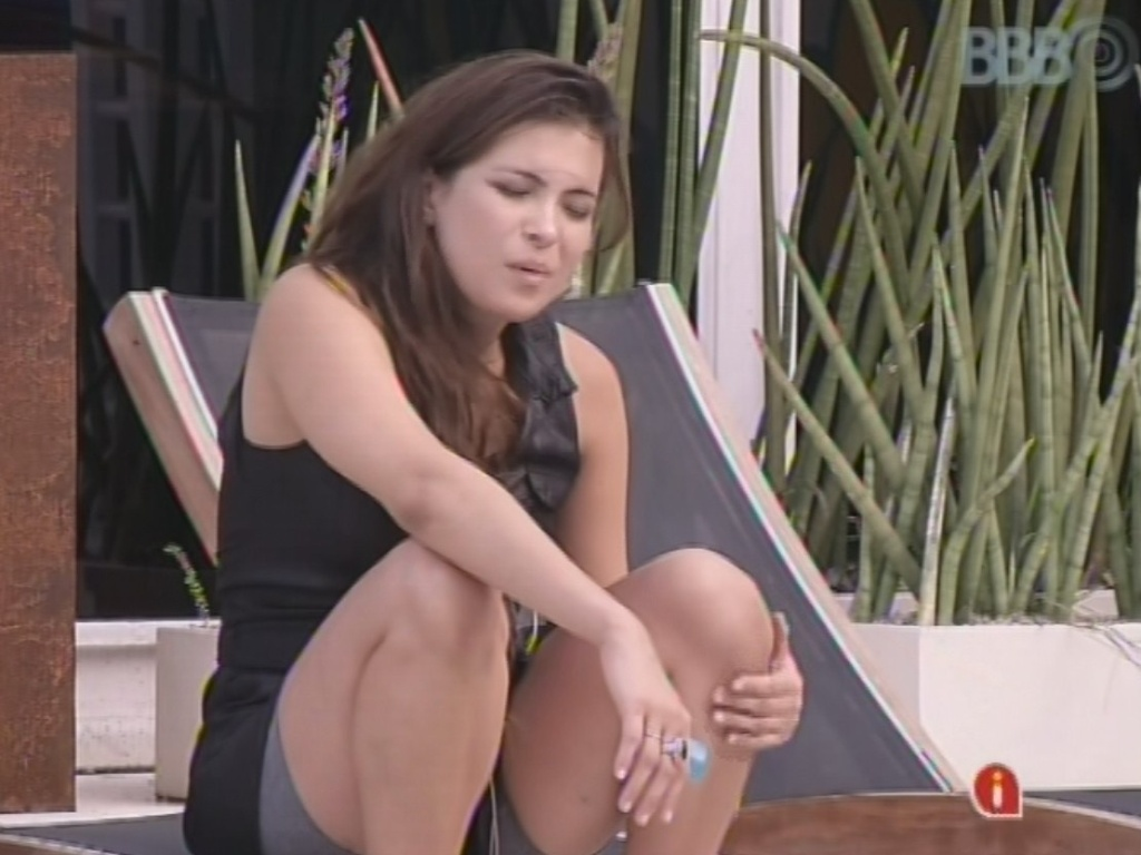 11.mar.2013 - Kamilla conversa com Fani sobre as expressões usadas no Pará, seu estado natal