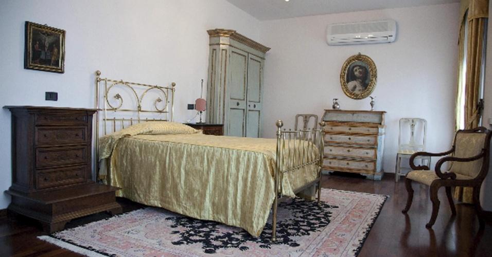 11.mar.2013 - Vista de um dos quartos da residência do papa Bento 16, no Convento de Assis, Itália, registrada nesta segunda-feira