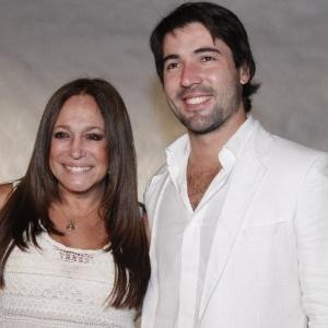 Juntos há quatro anos, Susana Vieira e Sandro Pedroso planejam se casar ainda em 2013