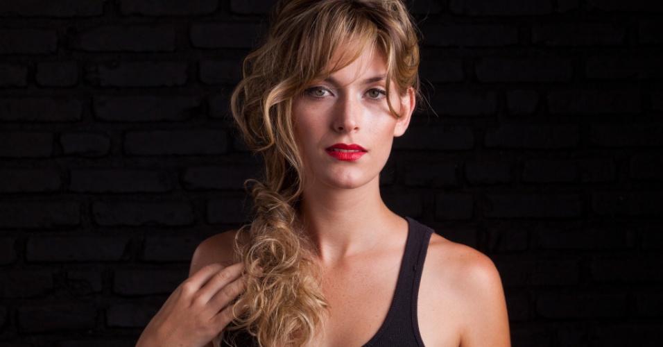 Penteado retrô estilo Brigitte Bardot é o mais copiado entre as fãs de volume