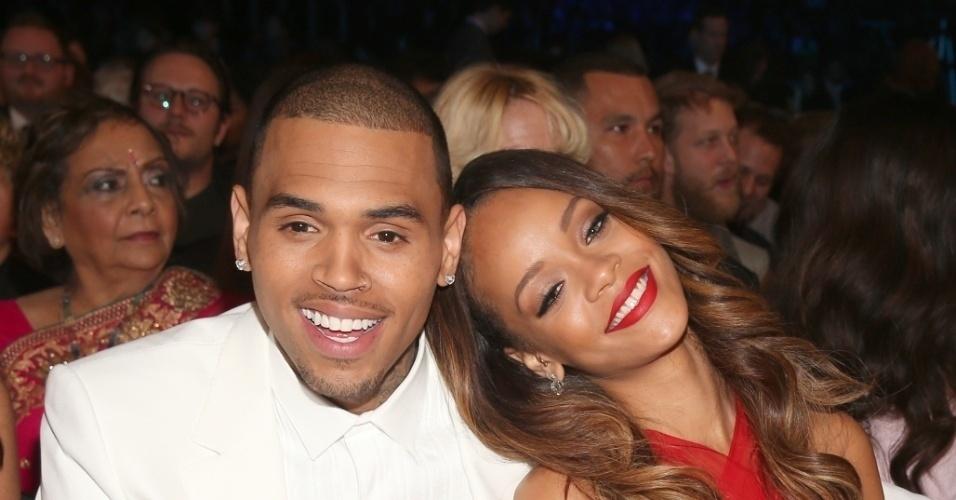 """Segundo o blogueiro Perez Hilton, Rihanna e Chris Brown irão se casar em julho de 2013. A cerimônia será em Barbados, terra natal da cantora. """"Eles querem tatuadores e cigarros de maconha"""", teria contado uma fonte para o site"""