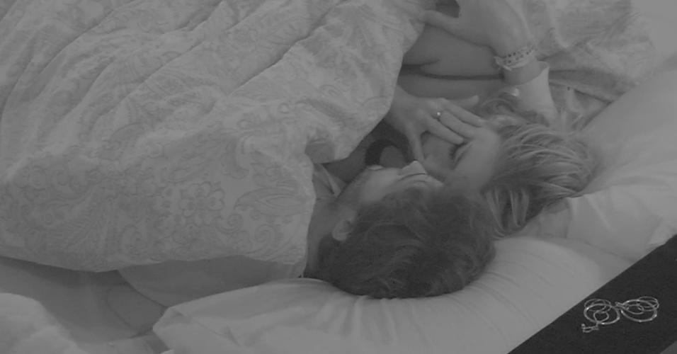 11.mar.2013 - Fernanda chora durante conversa com André