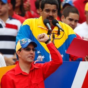 Arreaza acompanha o discurso de Nicolás Maduro após oficializar candidatura à presidência - Tomas Bravo/Reuters