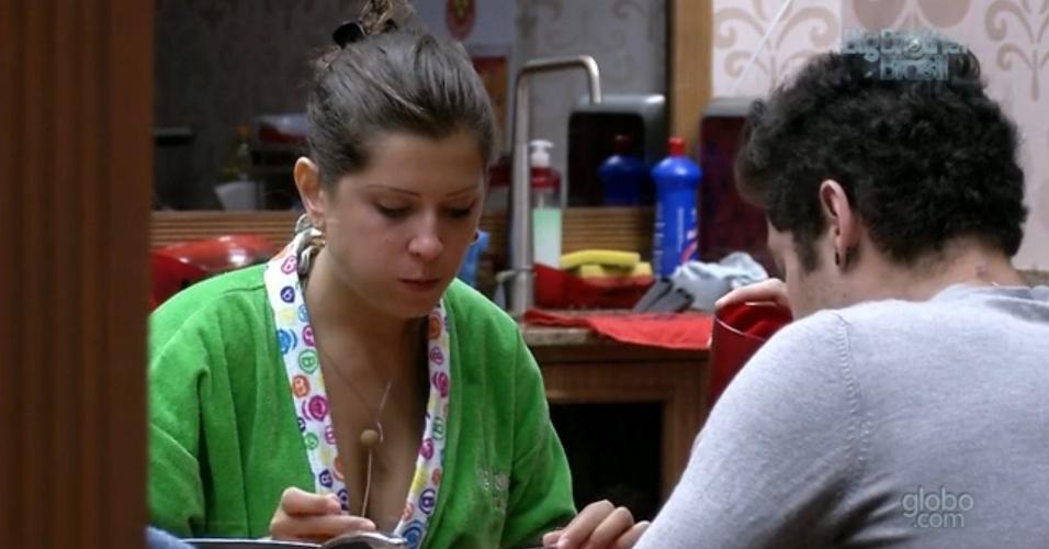12.mar.2013 - Andressa almoça com Nasser na xepa