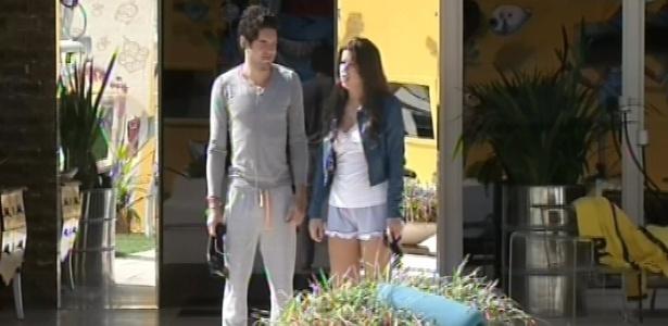 12.mar.2013 - Emparedados, Nasser e Andressa acordam na manhã desta terça-feira