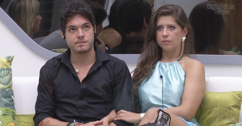 """12.mar.2013 - Emparedados, Nasser e Andressa aguardam a décima eliminação do """"BBB13"""""""