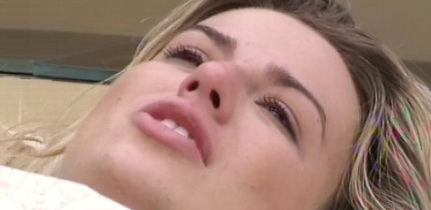 12.mar.2013 - Fernanda chora e diz que está se sentindo sugada por amizades no reality show