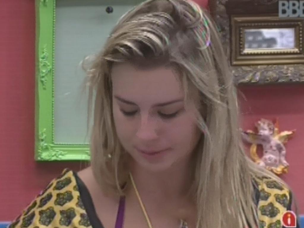 12.mar.2013 - Fernanda diz a Kamilla que nem sempre é necessário dar explicações ao vivo