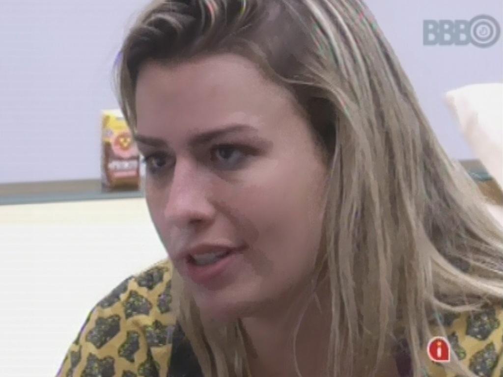 12.mar.2013 - Fertnanda tenta consolar a emparedada Kamilla em dia de eliminação