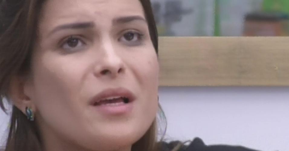 12.mar.2013 - Kamilla diz que é ruim ir sozinha para o paredão