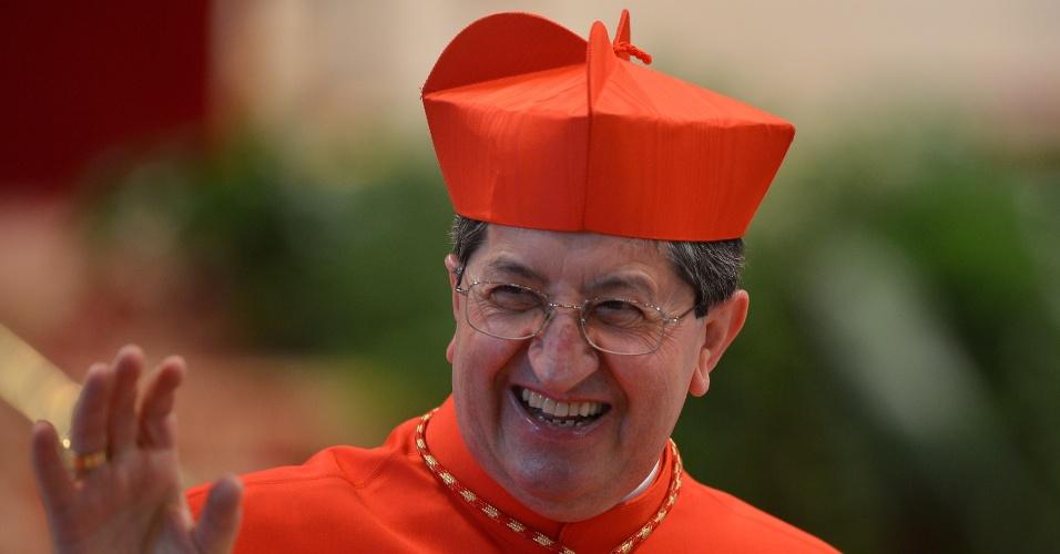 12.mar.2013 - O cardeal italiano Giuseppe Betori chega à missa na basílica de São Pedro, no Vaticano, que acontece antes do conclave que escolherá o novo papa. A missa chamada