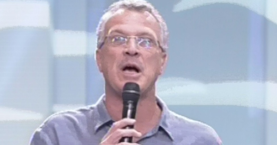 """12.mar.2013 - Pedro Bial apresenta a décima eliminação do """"BBB13"""""""