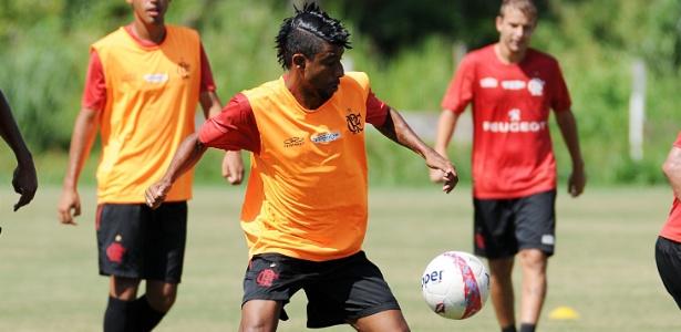 Léo Moura será titular do Flamengo na estreia do time no Campeonato Brasileiro