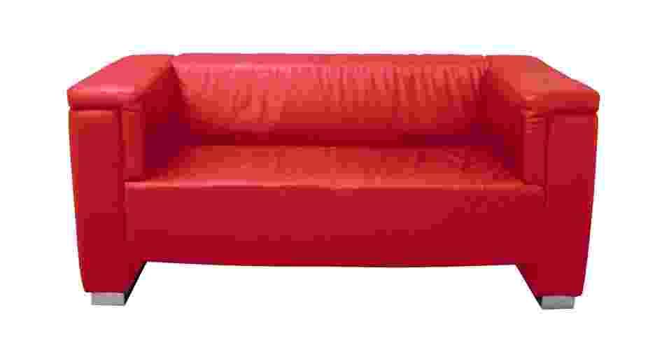 Sofá com estrutura de madeira maciça e revestimento de couro, da Tok&Stok - Divulgação