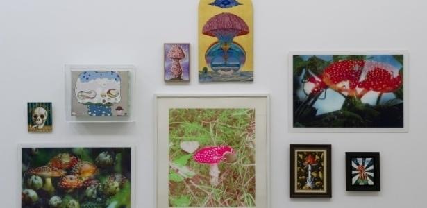 """Vários artistas se inspiraram nos cogumelos alucinógenos para criar diferentes obras que podem ser vistas na exposição """"Sob Influências"""" na galeria Maison Rouge, em Paris, até 19 de maio - Divulgação"""