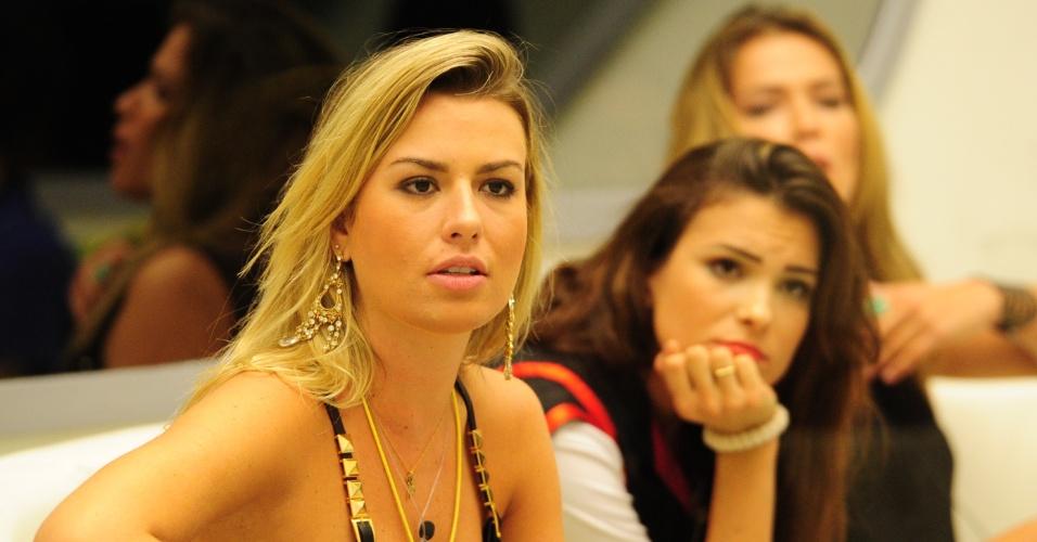 10.mar.2013 - Líder da semana, Fernanda tenta arranjar um jeito de não emparedar as suas duas amigas