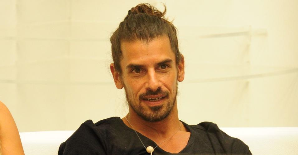 10.mar.2013 - Pedro Bial revela que o argentino Miguel não dará imunidade a ninguém e que tudo não passou de uma pegadinha