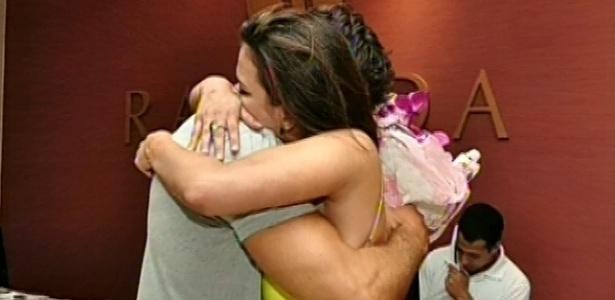 13.03.2013 - Eliéser e Kamilla se reencontram em hotel no Rio de Janeiro após a eliminação da miss