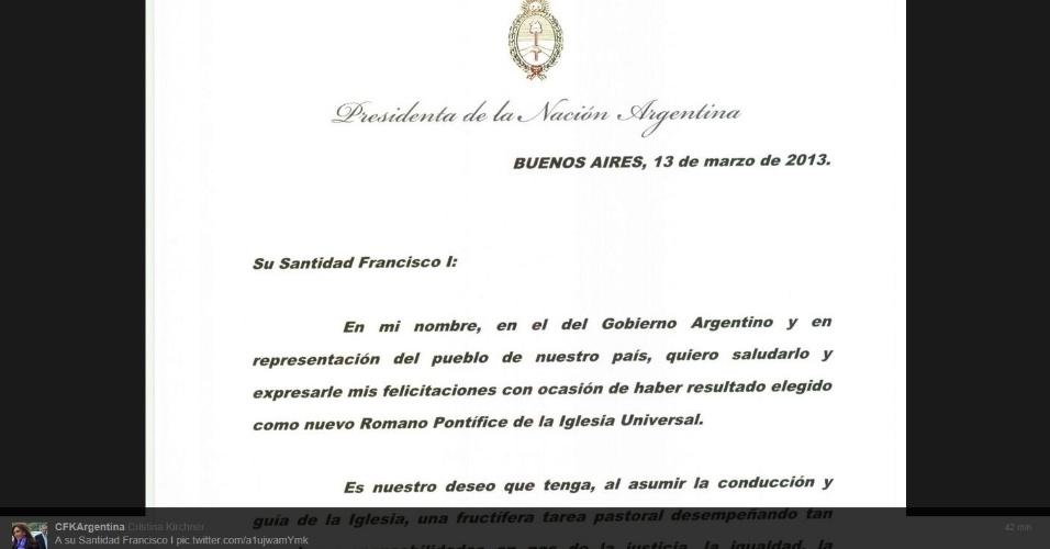 13.mar.2013 - A presidente da Argentina, Cristina Kirchner, celebrou a eleição do cardeal argentino Jorge Mario Bergoglio, arcebispo de Buenos Aires, como o novo papa, Francisco 1º -- o primeiro pontifície latino-americano -- felicitando-o em carta aberta, publicada em sua conta no twitter