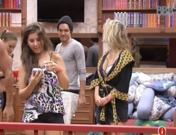 13.mar.2013 - Nasser prepara surpresa para Andressa por dois meses de relacionamento na casa