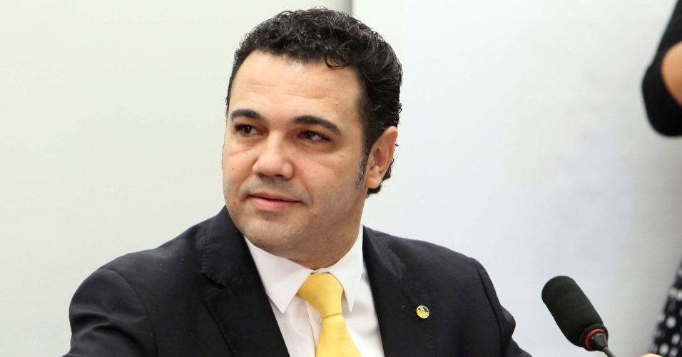 13.mar.2013 - O deputado Marco Feliciano (PSC-SP) preside sua primeira reunião na Comissão de Direitos Humanos da Câmara, nesta quarta-feira (13). Feliciano enfrentou o protesto de manifestantes que o acusam de ter posturas racistas e homofóbicas