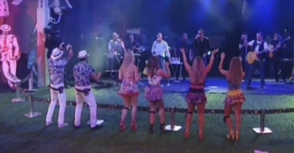 """13.mar.2013 -  Sorriso Maroto abre festa Malandra no """"BBB13"""" com """"Assim Você Mata o Papai"""""""