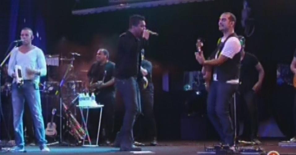 """13.mar.2013 - Sorriso Maroto faz show na festa Malandra. Eles cantaram sucessos como """"Assim Você Mata o Papai"""", """"Se Eu Te Pego, Te Envergo"""" e """"Quem Tá Solteiro Nunca Fica Só"""""""