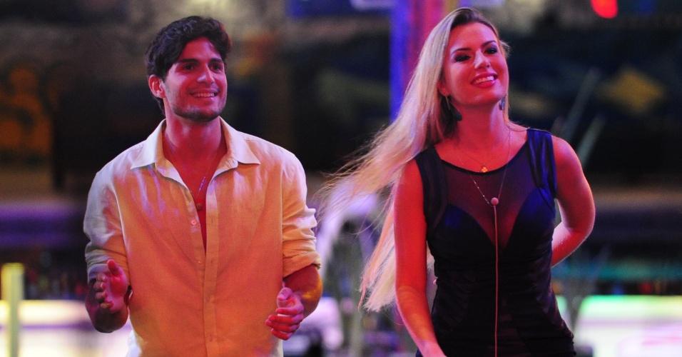 6.mar.2013 - O casal André e Fernanda assiste ao show de Carlinhos Brown lado a lado